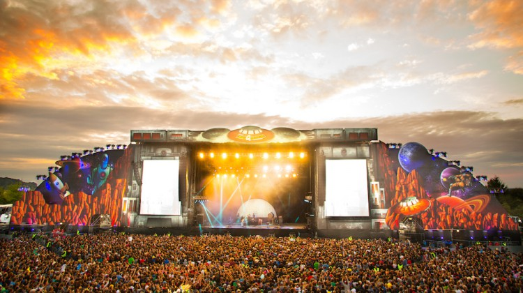 002_mainstage_002